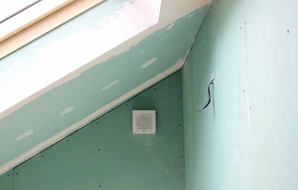 Установка бытового вентиляторы vortice в доме