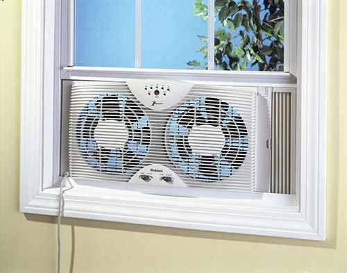 осевой вентилятор на окне