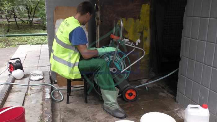 Профессиональная мойка мусорных стволов в МКД