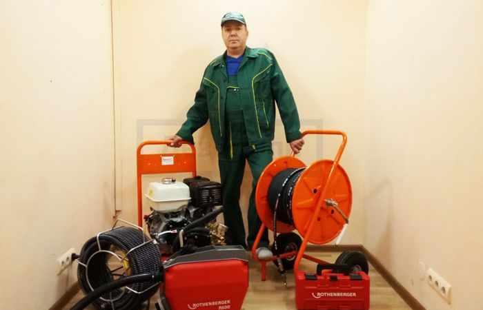 Промывка стволов мусоропроводов в Москве профессиональным оборудованием
