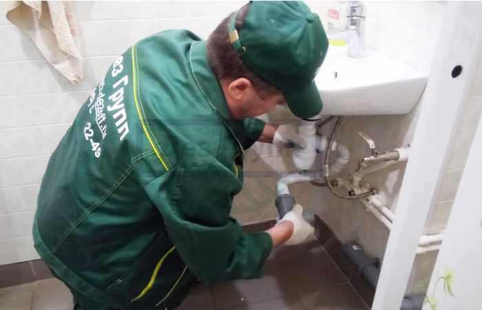 Прочистка труб канализации от жира в Москве и Подмосковье санитарной службой