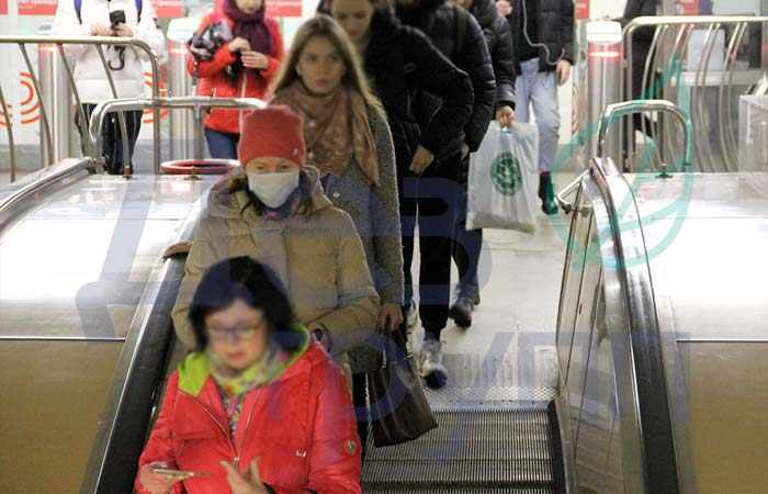 Вирусы можно подцепить в метро, торговых центрах и на работе