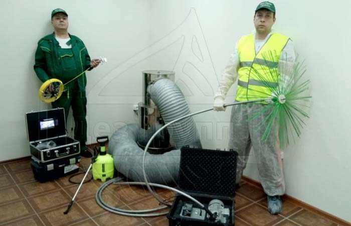 Оборудование сотрудников СЭС для очистки вентиляции