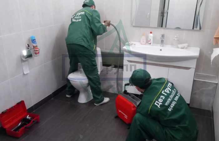 Услуги чистки канализации у санитарной службы Дез Групп в Москве и области