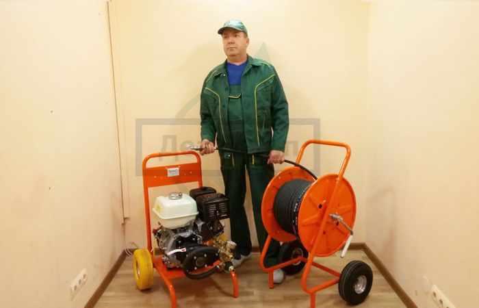 Как прочистить мусоропровод в жилом доме - на фото оборудование для чистки