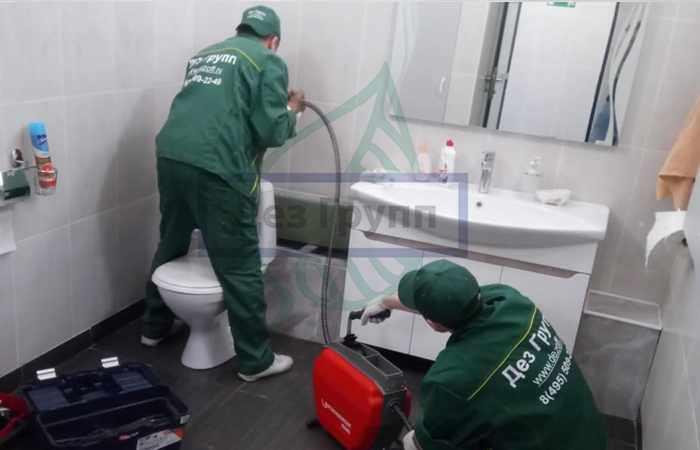 Прочистка канализационных труб в Москве санитарной службой