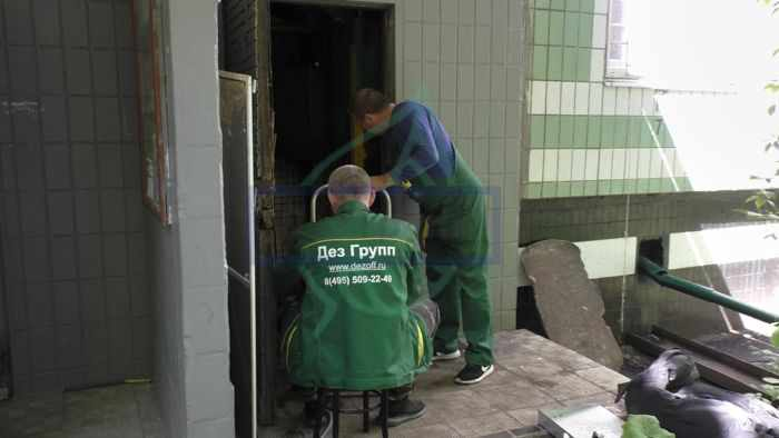 Очистка стволов мусоропроводов жилых домов от мусора и запаха