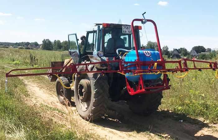 Методы борьбы с борщевиком - без химии можно переполоть трактором