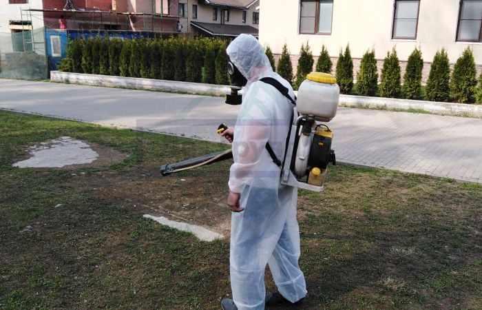 Дезинсекция участка от комаров в Москве